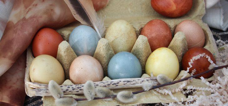 Натуральное окрашивание пасхальных яиц